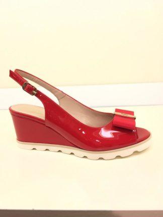 Sandalen mit Keilabsatz in rotem Lackleder