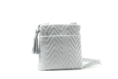 Sommertasche in weiß zum Quertragen.