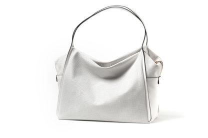 Tasche aus weichem Leder mit langem Riemen und Zip in weiß.