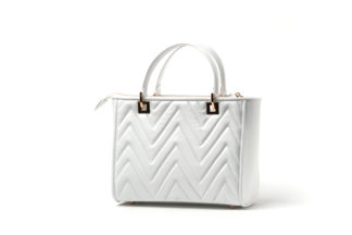 Klassische Handtasche in gestepptem Leder mit zusätzlichem Riemen in weiß.