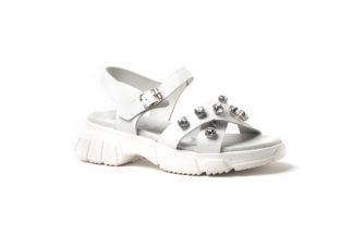 Modische, bequeme Sandale in weiß mit Strass.