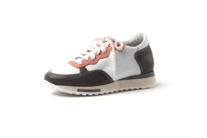 Sneaker aus weichem Leder in weiß/rosa/grau mit herausnehmbarer Sohle.