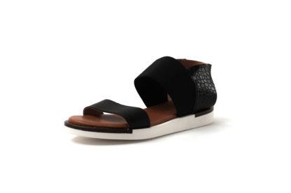 Bequeme Sandale in schwarz mit weißer Sohle.
