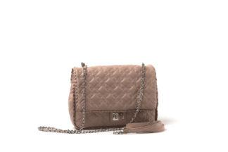 Kleine Handtasche in nude mit gestepptem Leder und langem Kettenriemen.