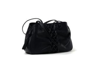 Handtasche in blauem Nappaleder mit Zopf und einem Zipp.