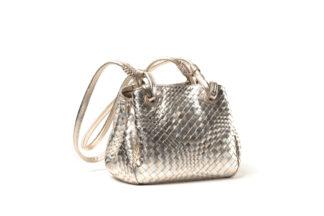 Lederhandtasche in gold mit Zipverschluß.