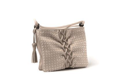 Kleine Sommertasche aus Leder mit langem Riemen in nude.
