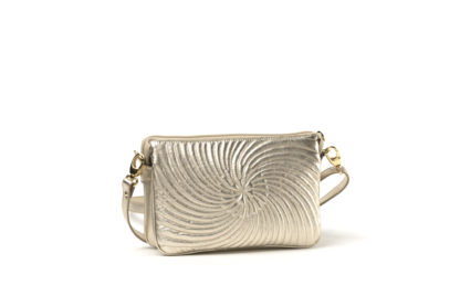 City- Handtasche in gestepptem Leder mit langem Riemen in gold mit Zipverschluß.