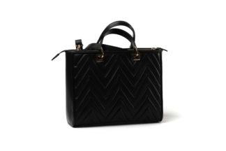 Elegante Handtasche mit gestepptem Leder mit langem Riemen in schwarz.