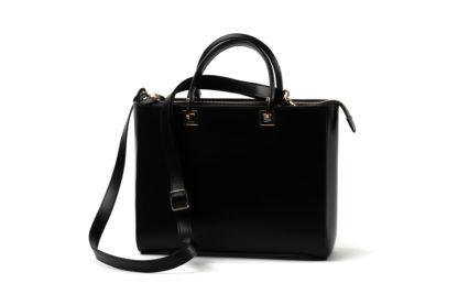 Handtasche mit Zipp und Langem Riemen in schwarzem Kalbleder.