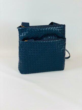 Umhängetasche zum Schrägtragen mit breitem Riemen aus geflochtenem Nappaleder in blau