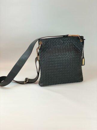 Tasche zum diagonal Tragen in Nappaleder geflochten grau, von Abro.