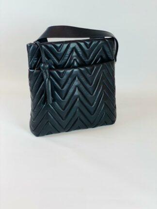 Tasche zum diagonal Tragen in Nappaleder gesteppt schwarz.