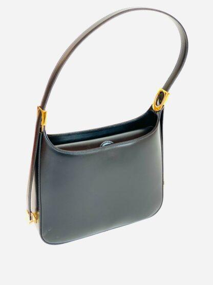 Tasche mit verstellbarem Riemen und Mittelunterteilung aus schwarzem Leder, 27x20 cm.