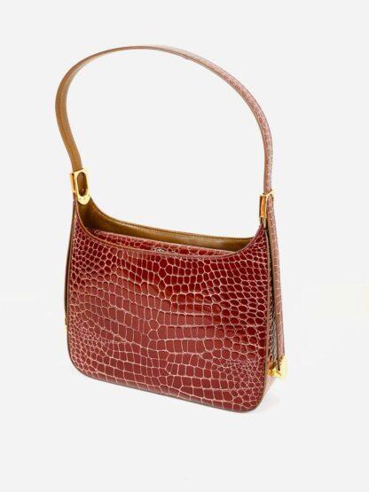 Tasche mit verstellbarem Riemen und Mittelunterteilung in Krokoprägung cognac, 27x20 cm.