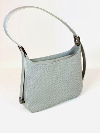 Tasche mit verstellbarem Riemen und Mittelunterteilung in mittelgrau, 27x20 cm.