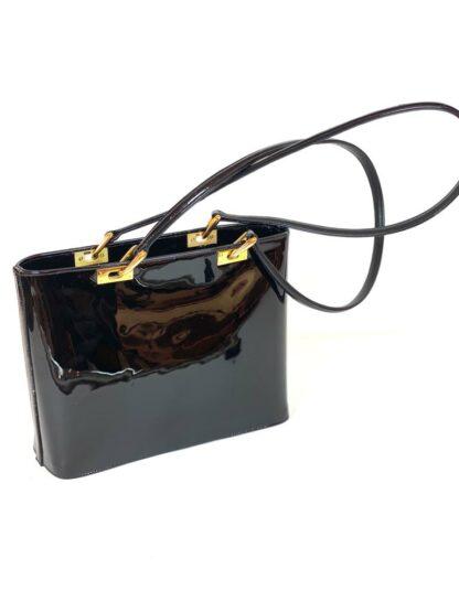 Tasche in Lackleder schwarz mit Mittelzippfach und 2 Aussenfächern, 30x23 cm.