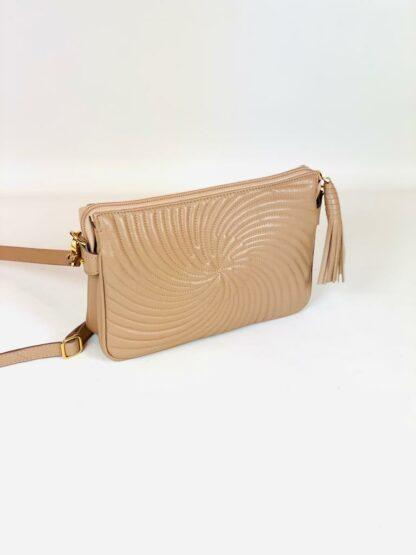 Kleine Tasche zum Schrägtragen in Nappastepp nude,22x15 cm.