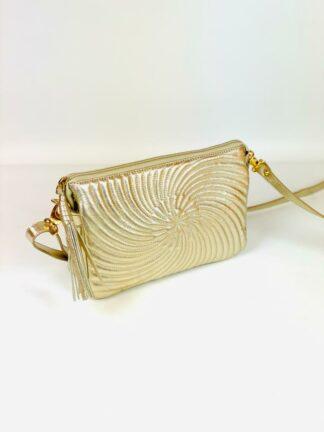 Kleine Tasche zum Schrägtragen in Nappastepp gold,22x15 cm.