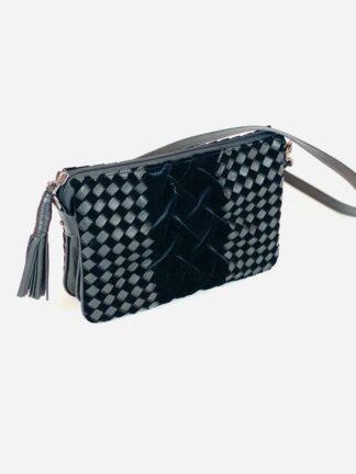 Kleine Tasche zum Schrägtragen in Samt mit Nappa geflochten,22x15 cm.