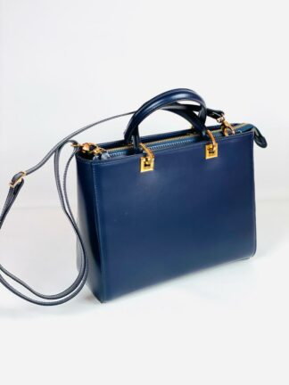 Kurzhenkeltasche mit Riemen Kalbleder in blau 28x22 cm.