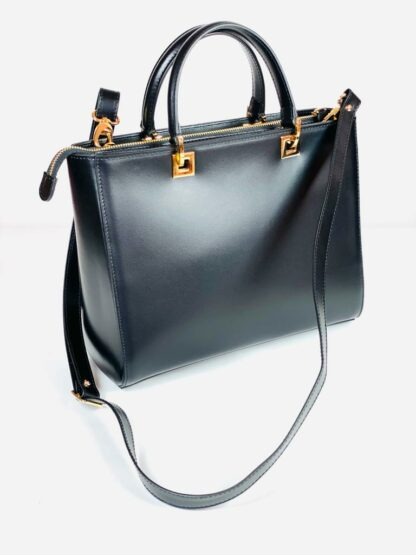 Kurzhenkeltasche mit Riemen Kalbleder in schwarz 28x22 cm.