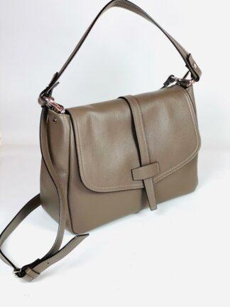 Tasche aus weichem genarbten Leder zum Qwertragen in schlamm, 32x22 cm von Gianni Notaro.
