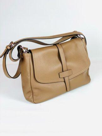 Tasche aus weichem genarbten Leder zum Qwertragen in taupe, 32x22 cm von Gianni Notaro.
