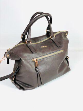 Umhängetasche mit kurzen Griffen und Zippaussentasche aus weichem braunen Nappaleder von Gianni Notaro.