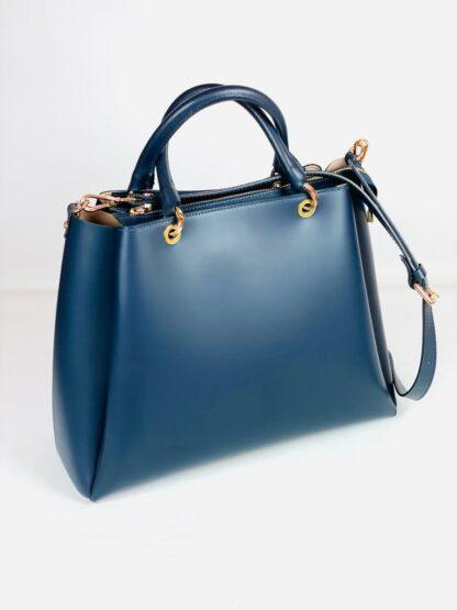 Grosse Kurzhenkeltasche mit Riemen Glattes Rindleder in blau von Gianni Notaro.