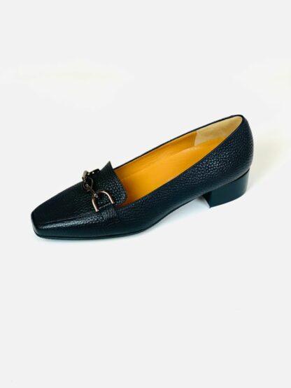 Gabs in genarbtem Leder schwarz. Sehr weiches Leder mit herausnehmbarer Sohle.