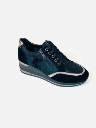 Sneaker mit Zipp in schwarz mit herausnehmbare Sohle von Cinzia.